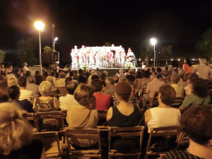 El Coro Brisa Marinera actuó en el acto.