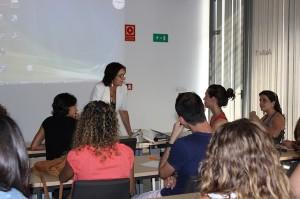 Pilar Estébanez durante una de sus clases en La Rábida.