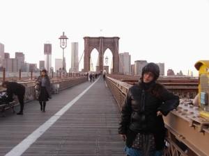 Paloma ha aprovechado sus exámenes en la UNED para viajar. Aquí, en el Puente de Brooklyn.