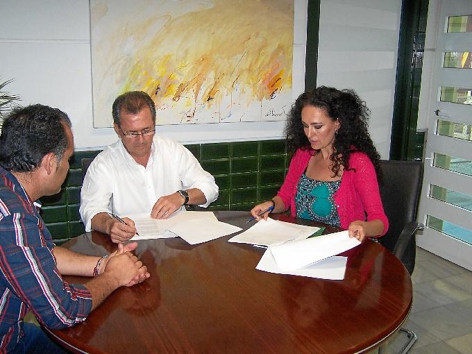 Firma del convenio para la adhesión del municipio de Punta Umbría al proyecto Relas