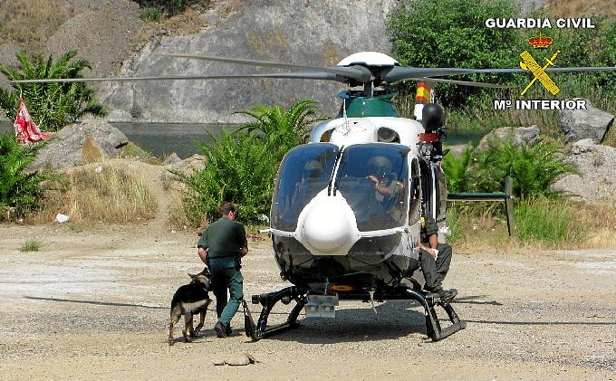 El helicóptero empleado en el salvamento en Calañas.