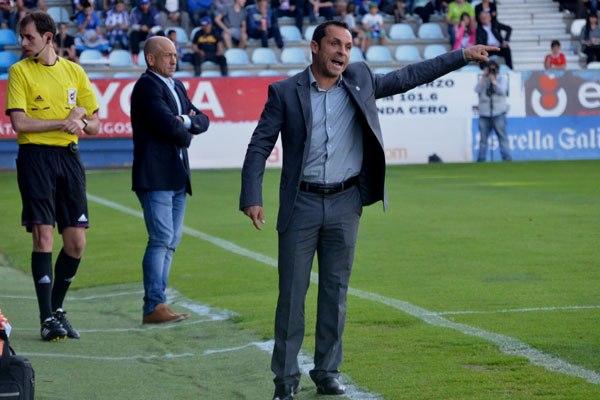 Sergi Barjuan, satisfecho a medias con el empate en Vitoria.
