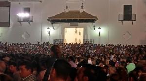 Una muestra de la multitud de personas en El Rocío Chico.