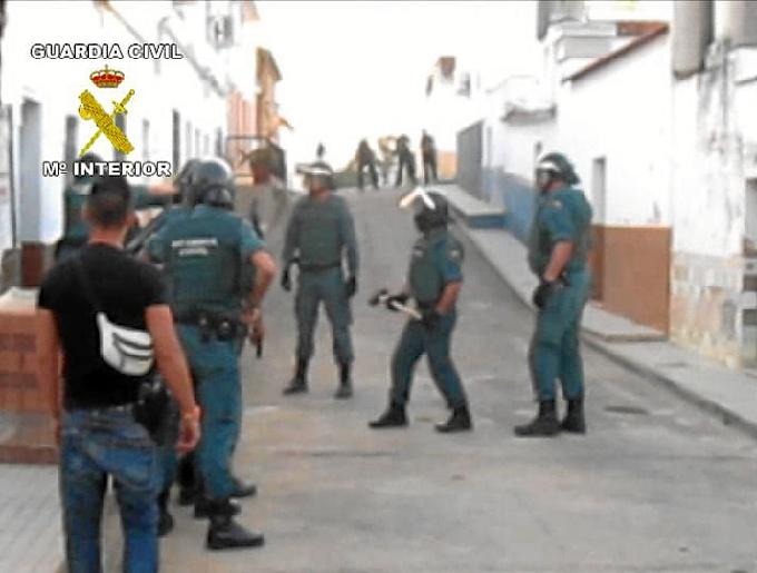 Un momento del operativo llevado a cabo por la Guardia Civil.