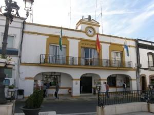 El antiguo Ayuntamiento de Palos está siendo sustituido por un nuevo edificio.