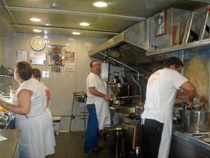 La churrería ha querido innovar introduciendo también las patatas fritas.