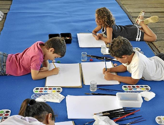 Una veintena de niños se convierten en guías turísticos de Huelva