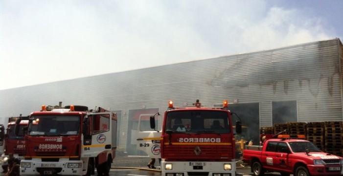 Investigan un incendio en un picadero de Moguer con dos heridos