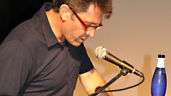 León Acosta presenta en Ayamonte su poemario 'El diario póstumo de Rafael'