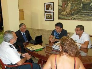 Los hijos de Leonor reunidos con Pérez Viguera y Luis Rodríguez.