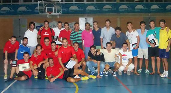 El equipo Los Humildes, proclamado vencedor de la XXVI Liga de Verano de Fútbol Sala de Punta Umbría