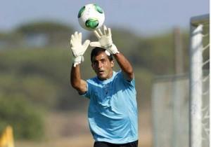 El meta Ricardo, la gran estrella del conjunto del Algarve. / Foto: Record.