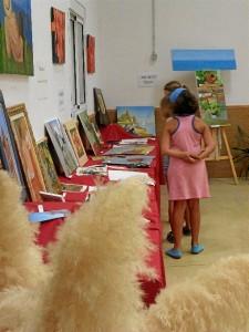 Los niños también visitaron la muestra.