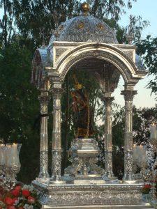 La talla de la Virgen se realizó para poder sacarla en procesión y cumplir con la voluntad de Martín.