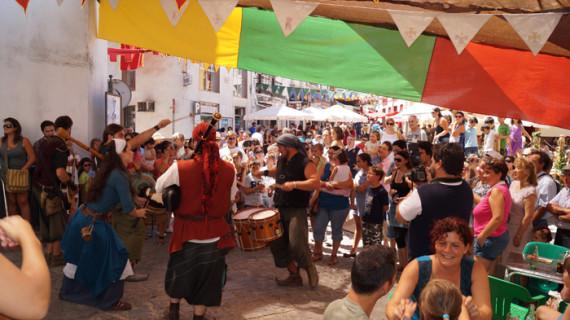 Mercaderes y espectáculos hacen disfrutar a los visitantes de las Jornadas Medievales de Cortegana