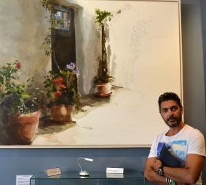 Juan Galán, con una de sus obras.