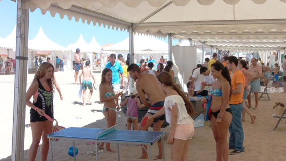 La playa de Punta Umbría alberga la IV Feria de la Juventud de Andalucía