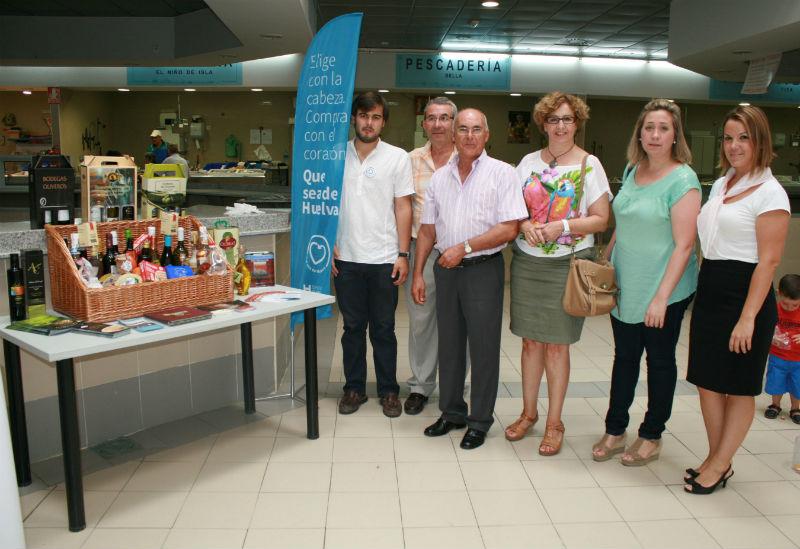 La campaña 'Que Sea de Huelva' llega a más de 10.000 personas en los mercados de la Costa