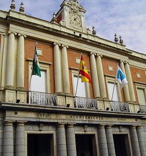 El Ayuntamiento de Huelva presenta una nueva estructura con dos tenencias de alcaldía y ocho concejales