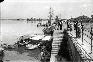 La muestra alberga numerosas fotos de la Huelva del siglo XX