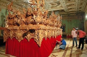 El nuevo paso puede admirarse en el interior del Consistorio onubense.