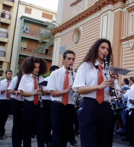 La Banda Virgen de las Mercedes de Bollullos acompañó a la patrona de Huelva.