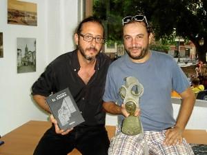 Gualda junto con el editor Rafa Pérez.