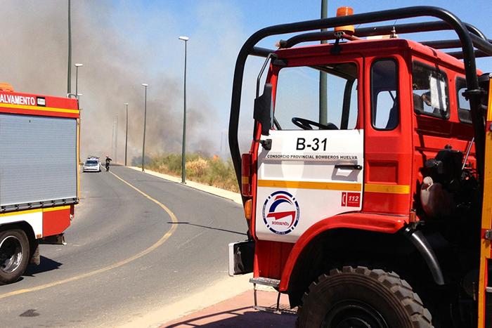 El cuerpo de Bomberos consiguió extinguir el fuego en una rápida actuación. / Foto: Javier Losa