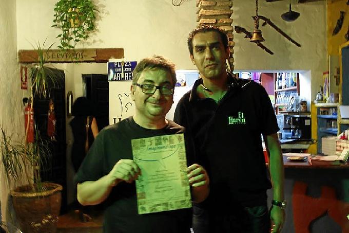 Gerardo Macías, del Salón del Cómic de Huelva, recogiendo el premio.