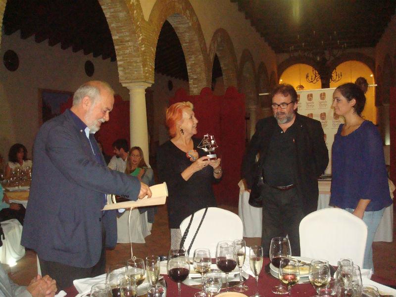Rosa María Calaf recibió el homenaje de los periodistas digitales.