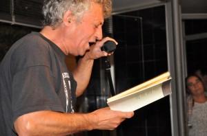 Eladio Orta dio lectura a uno de los textos.