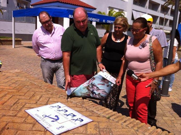 Faneca junto a la presidenta de la AVV El Caiman y el presidente de la Asociación Amigos del Atún.