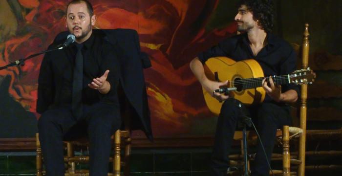 Andrés El Lepe, Jeromo Segura y Mª Ángeles López actúan en la capital a beneficio de Madre Coraje