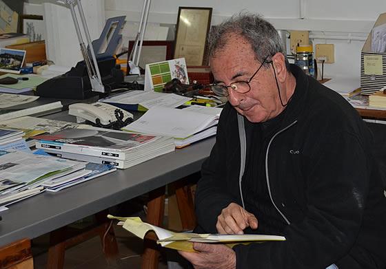 José Pablo Vázquez, leyendo.