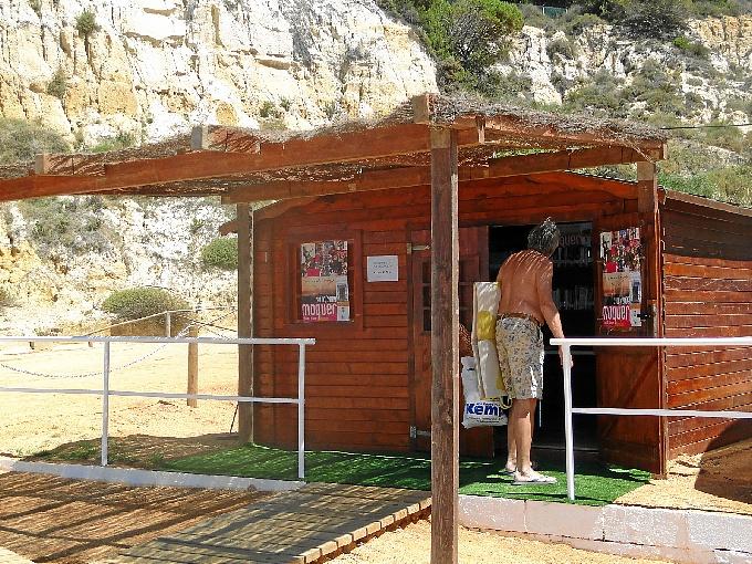 La biblioteca de la playa del Parador.