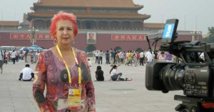 Rosa María Calaf, trabajando en Pekín. / Foto: detele.es.