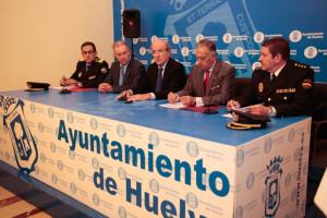 Agentes de la Policía Local y Nacional forman parte del dispositivo. / Foto: José Carlos Palma