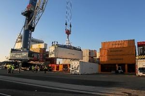 Embarque de los contenedores por la naviera OPDR en el Puerto de Huelva.