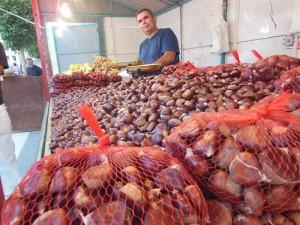 Los puestos de castañas son una tradición en la Feria de San Lucas.