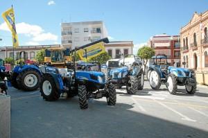 Exposición de tractores en la plaza de España. / Foto: José Carlos Palma