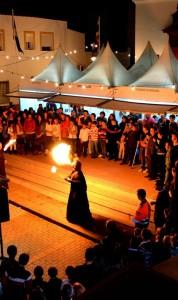 Los espectáculos con fuego forman son uno de los atractivos de la Feria.