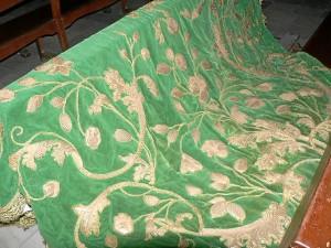 Imagen del manto antes de ser restaurado.