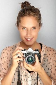 María Lara expone sus fotografías en la Casa Grande de Ayamonte.