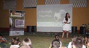 Zoraida Rodríguez, durante una charla en Granada.