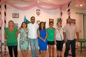 Rodríguez con la junta directiva de la AVV de El Salón de Santa Gadea.