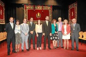 El alcalde con su equipo de gobierno el día de la toma de posesión de la actual legislatura.