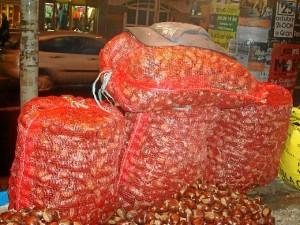 Las castañas las suele comprar en Galaroza.