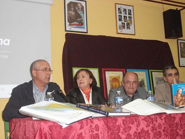 Antonio Fernández presentó el primero de sus seis cuadernillos.