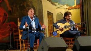 El artista demostró su veteranía en Huelva.