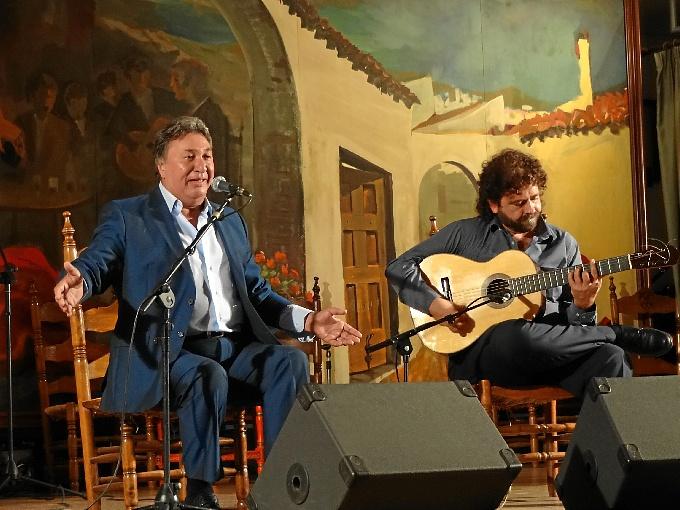 Un momento de la actuación de Enrique 'El Extremeño'.